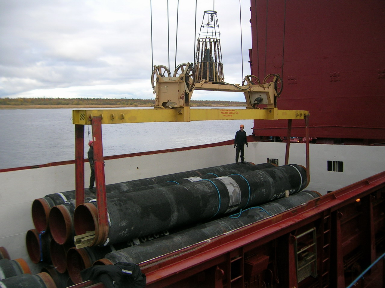 Pipes transshipment at Arkhangelsk